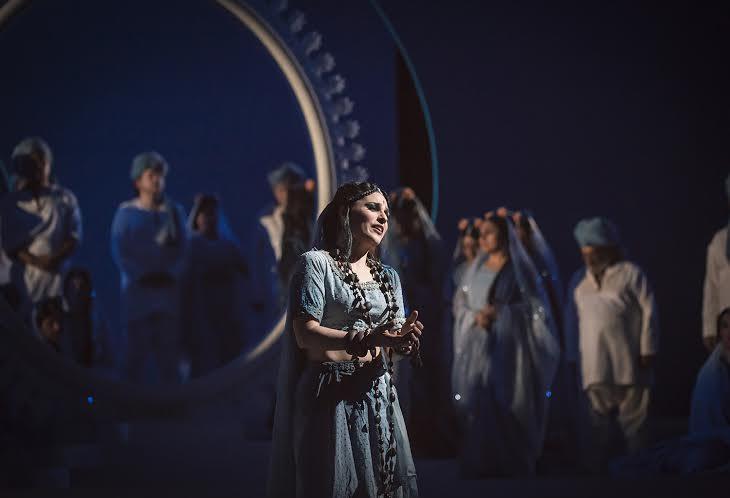 Lakmé (Patricia Cifuentes) en el aria de la campanas. foto Patricio Melo
