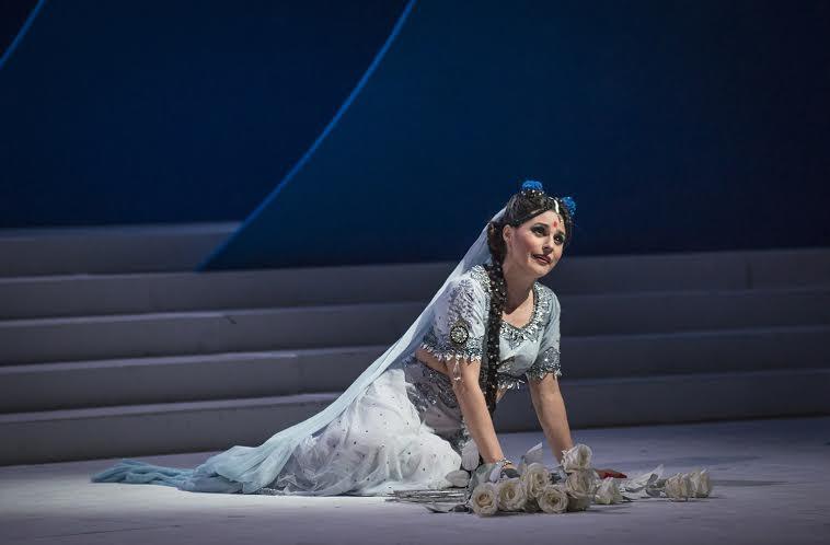 Lakmé (Patricia Cifuentes) la gran triunfadora de esta puesta en escena. foto Patricio Melo