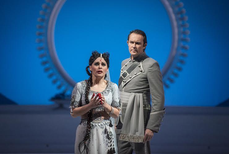 Lakmé (Patricia Cifuentes) y Gérald (Christophe Berry) foto Patricio Melo