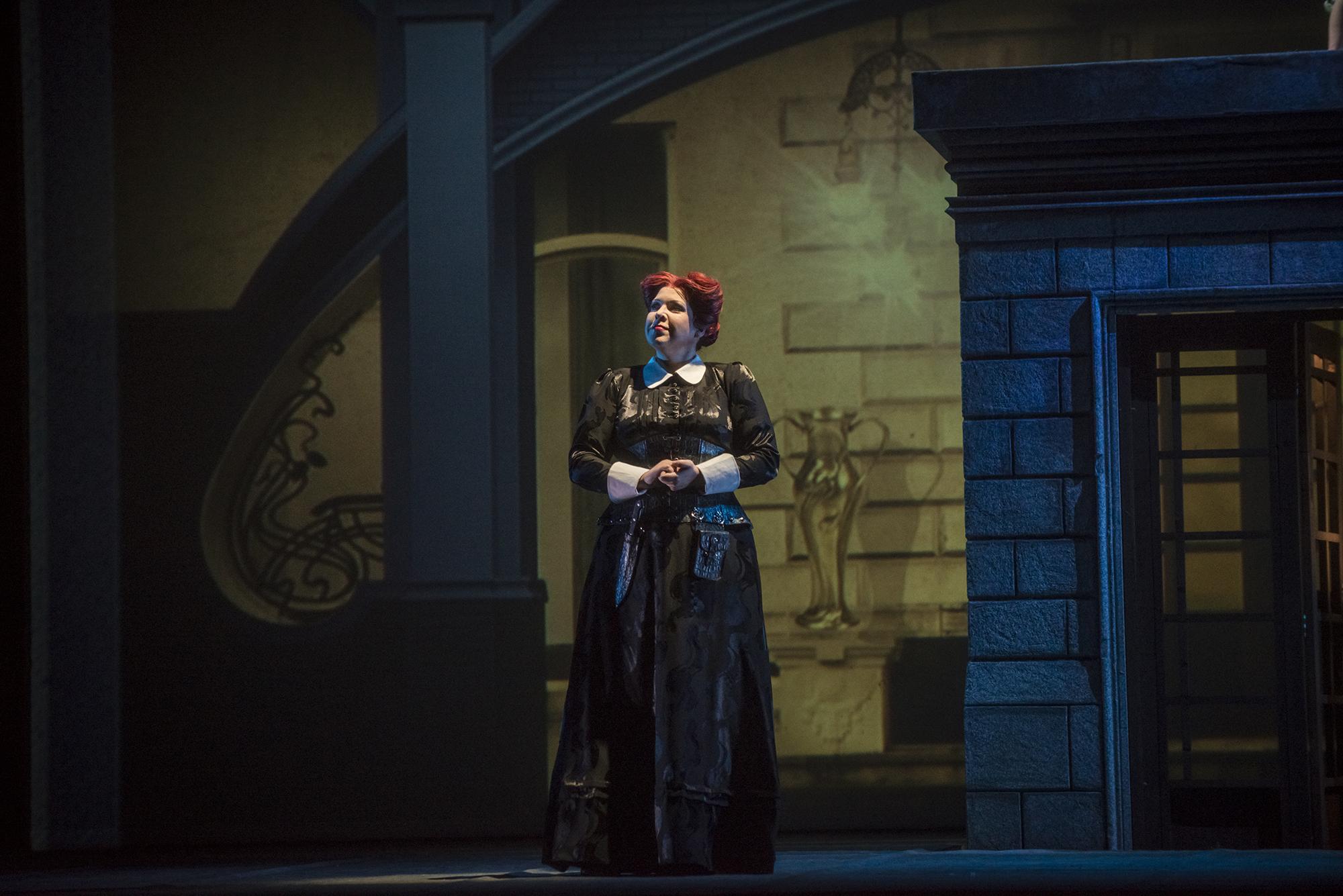 La bruja Jezibaba (Elena Manistina). foto Patricio Melo
