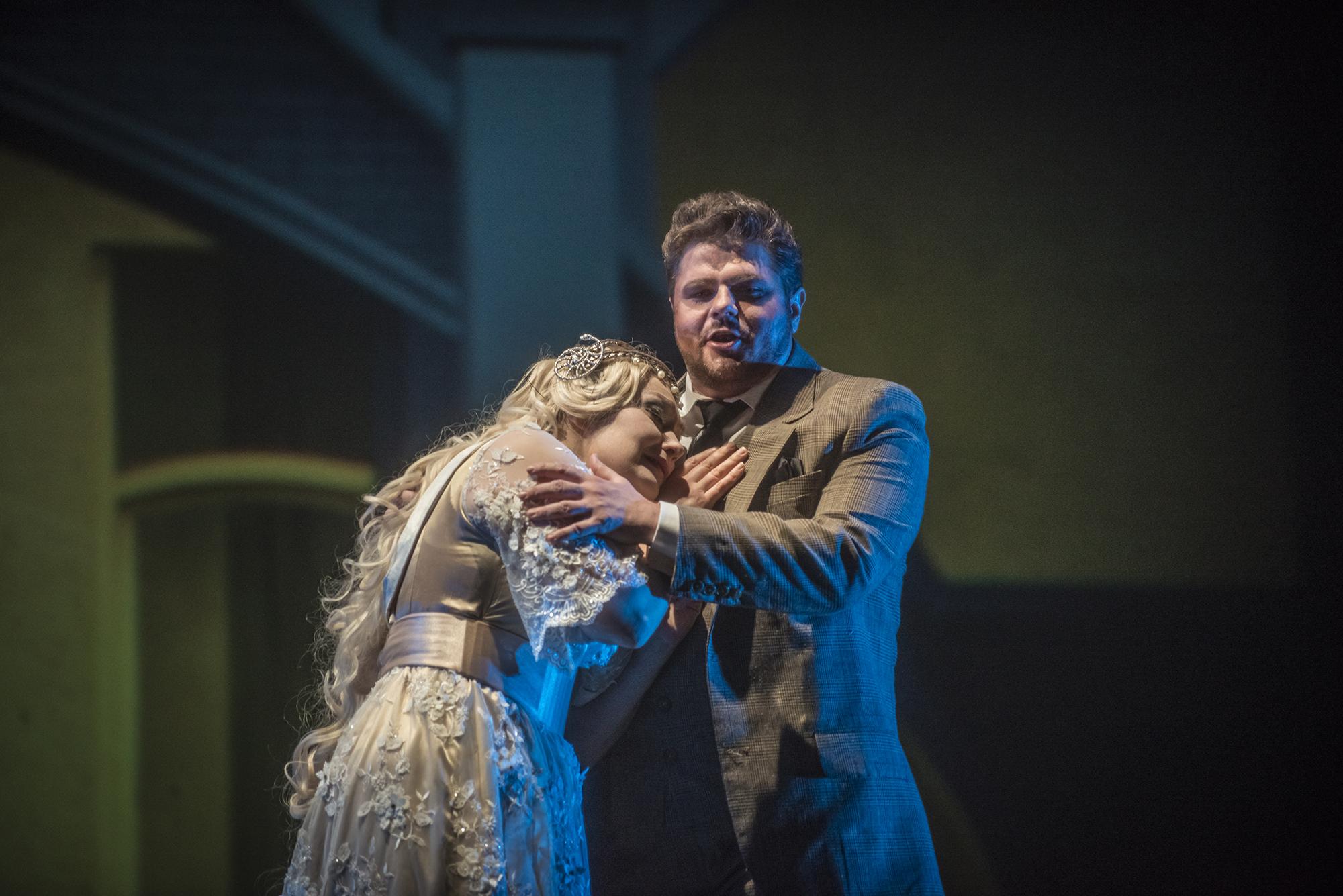 Rusalka (Dina Kuznetsova) y el Príncipe (Peter Berger) en el segundo acto. foto Patricio Melo