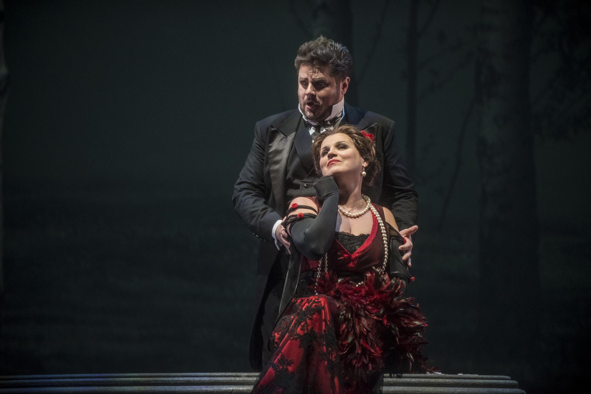El Príncipe (Peter Berger) y la Princesa extranjera Natalia Kreslina) foto Patricio Melo