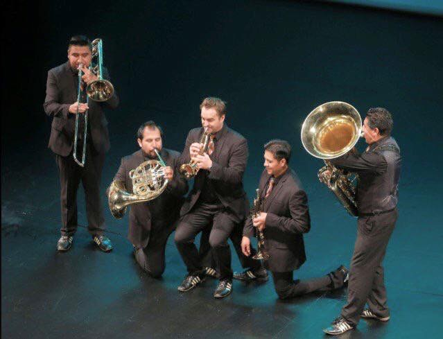 Los Mexican Brass, al centro el director Alexander Freund. foto mb