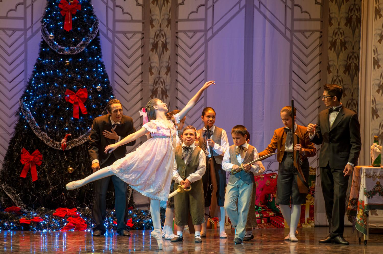 Clara (Bárbara Cabrera) en plena fiesta navideña. foto