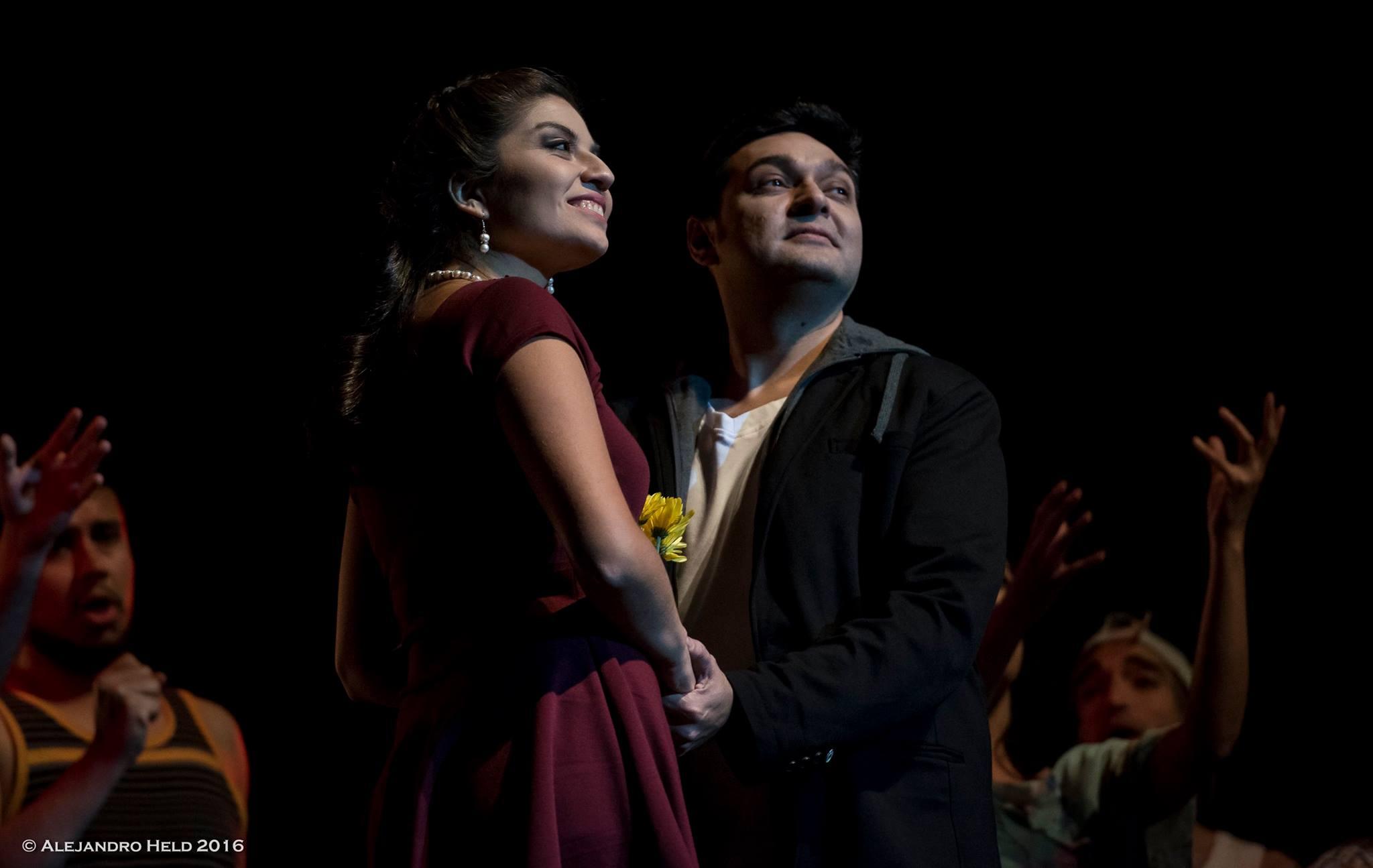 Euridice (Evelyn Vergara) y Orfeo (Patricio Sabaté). foto Alejandro Held