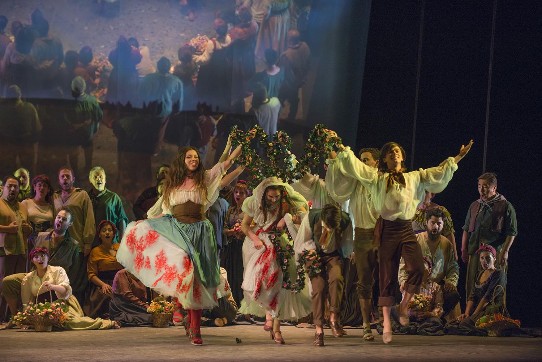 Brillante Baile Campesino en la escena 1. foto Patricio Melo
