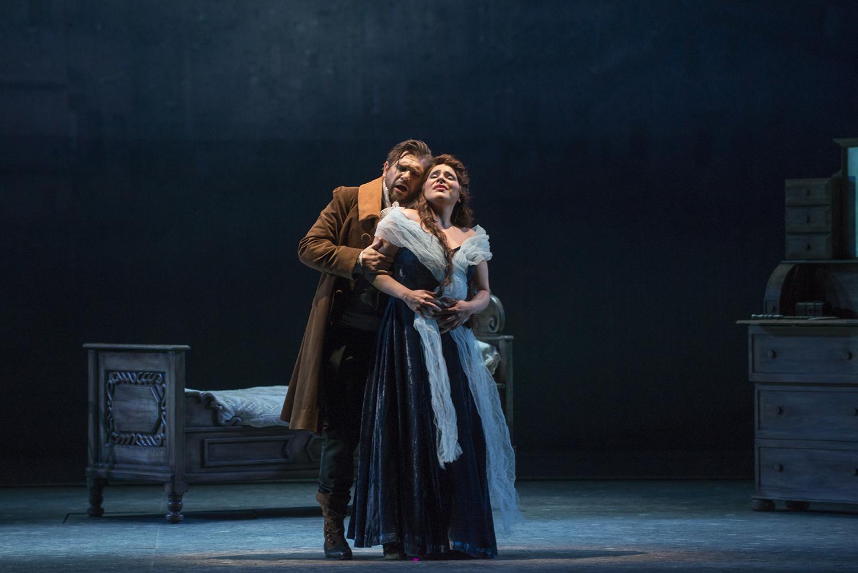 Escena de amor de Fausto (Antonio Bürgi) y Margarita (Evelyn Ramírez). foto Patricio Melo
