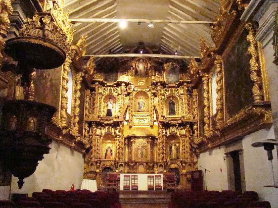 """Altar del Monasterio de San Antonio Abad en El Cuzco, donde se realizó el estreno de """"Venid, venid Deidades"""" foto tripadvisor"""